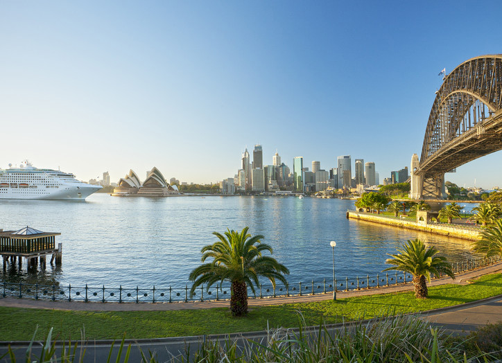 Explore famous attractions, fascinating exhibitions and world-class theatre productions in Sydney.
